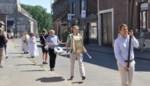 Processie in mineur door corona: met zijn zessen in de stoet