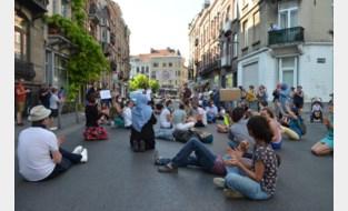 Al drie avonden op rij protest tegen verkeersgeweld in gemeente: buurt wil maatregelen na aanrijding peuter