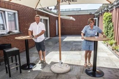 """Uitbater café stelt privé-terras open: """"Anders moet ik na de zestiende klant de deur sluiten"""""""