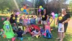 Vlaggen en ballonnen voor kleuters bij terugkeer naar Sportbasisschool