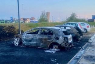 """Twee wagens uitgebrand op parking, getroffen hotelgasten reageren """"geschokt"""""""