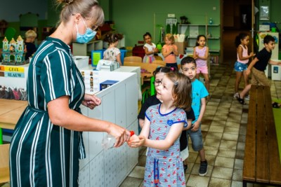 """Leerkrachten, kleuters én ouders blij dat scholen weer open zijn: """"Die laatste week was er te veel aan"""""""