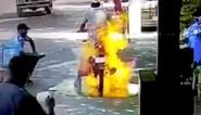Man schrikt zich rot wanneer zijn motorfiets plots vuur vat tijdens ontsmettingsbeurt