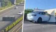 Tesla crasht met hoge snelheid tegen gekantelde vrachtwagen nadat automatische piloot het laat afweten