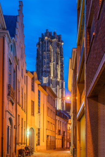 Torenverlichting met energiezuinige lampen aan Sint-Romboutskathedraal eerste keer uitgetest