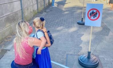 Kleuters met muziek en ballonnen ontvangen op 'eerste schooldag'