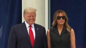Melania Trump heeft niet veel zin om te glimlachen voor de foto, ook niet als haar echtgenoot het vraagt