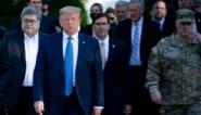 """Defensieminister VS verdedigt zich op basis van eed over bescherming grondwet, adviseur stapt net op """"omdat hij die eed brak"""""""