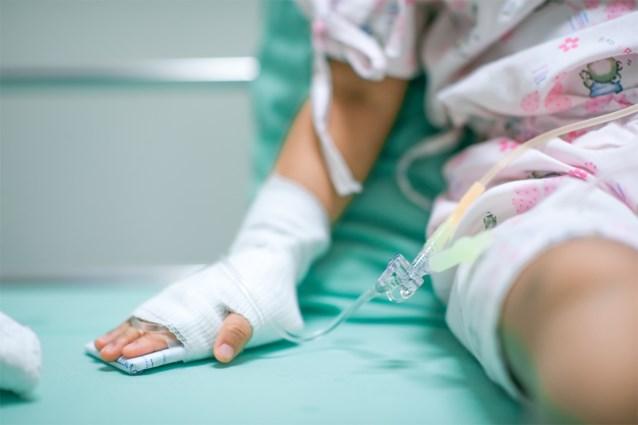 UZ Brussel moet noodgedwongen jonge kankerpatiëntjes doorverwijzen