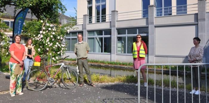 Schepen krijgt fietswrak cadeau, maar vooral de boodschap erachter is van belang