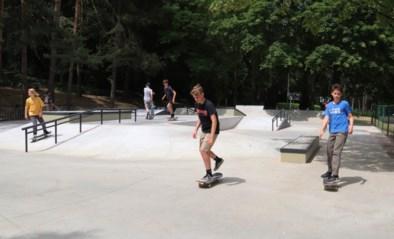 Skaters nemen nieuw terrein in stadspark De Warande in gebruik