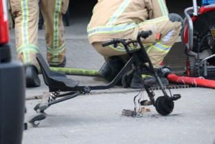 Loods met vuurwerk dreigt in brand te vliegen nadat elektrische gocart vuur vat
