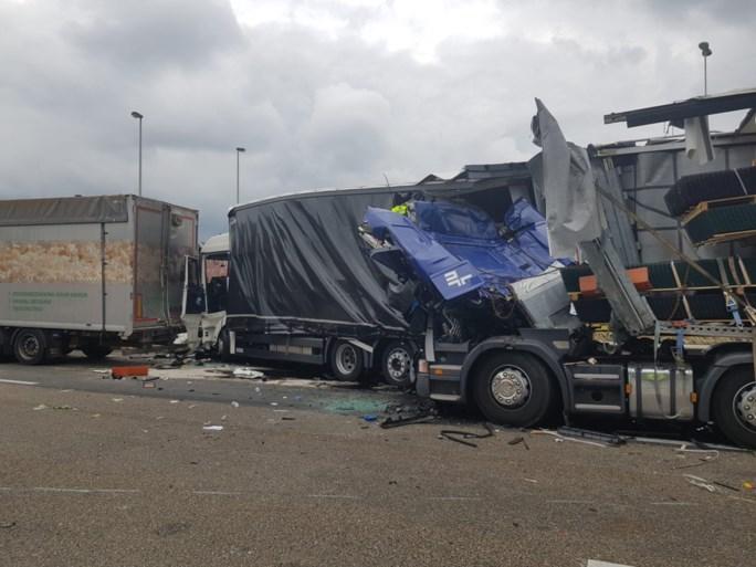 Zware hinder tijdens de ochtendspits: 37-jarige man overleden bij ongeval op E17, E313 richting Antwerpen muurvast
