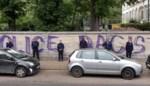 Politie 'neutraliseert' graffitislogan voor commissariaat met bijzondere foto