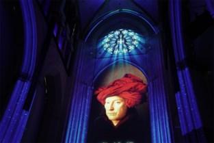 Lichtspektakel rond Van Eyck in Sint-Niklaaskerk heropent