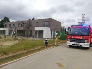 Isolatie in spouwmuur nieuwbouw vat vuur