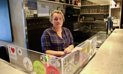 """Uitbaatster Peggy houdt 't Klein Cafeetje gesloten wegens… te weinig plaats: """"We voelen ons in de steek gelaten"""""""