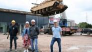 """Britse legertank van 't Amerikaantje gaat de lucht in: """"Tank weegt evenveel als tien Afrikaanse olifanten"""""""