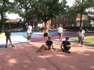 Jongeren geven hypecourt aan Ezelspleintje weer kleur