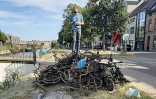 """Vangst van magneetvisser aan Brugse Poort: """"66 fietsen, vijf brommers en een brandkast"""""""