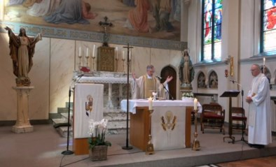 Kerken mogen weer open, maar toch verlengt pastoor livestream van misviering wegens succes