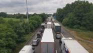 Alweer ongeval met vrachtwagens op E17 in Gentbrugge: snelweg twee uur versperd