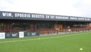 """Deze voetbalclub verrast trouwste supporter die herstelt van dubbele hartaanval: """"Dit pakt mij"""""""