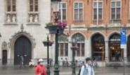 """Brugge hangt nu ook bloemenmanden aan lantaarnpalen: """"Extra kleur op onverwachte plaatsen"""""""