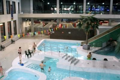"""Zwembaden begrijpen niet dat ze nog moeten wachten op heropening: """"Corona overleeft het niet eens in chloor"""""""