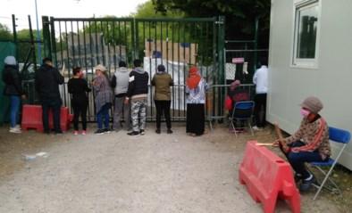 """Vrijwilligers bekommerd om behandeling asielzoekers na nieuwe opgelegde lockdown: """"Dat zijn hier onmenselijke gettotoestanden"""""""