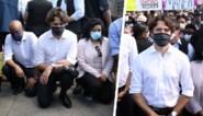 Justin Trudeau gaat op de knieën tijdens anti-racismebetoging, maar niet iedereen is overtuigd van zijn oprechtheid