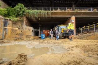 Containers vangen duizenden liters grondwater op