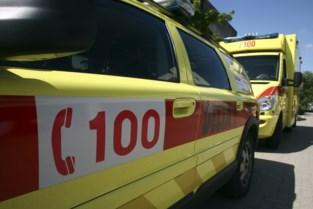 Jonge vrouw (19) zwaargewond na frontale botsing tegen vrachtwagen