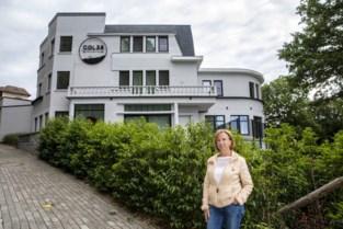 """Grote vakantiehuizen volgeboekt met groepen mogen toch maar 10 mensen laten overnachten: """"Dit snapt niemand"""""""