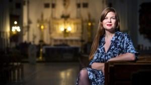Sopraan Astrid Stockman krijgt vaste plek in nieuwe talkshow 'Vive la vie'