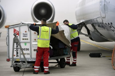 Wie gaat uw koffers versleuren nu Swissport failliet is? En wordt uw vliegticket duurder?