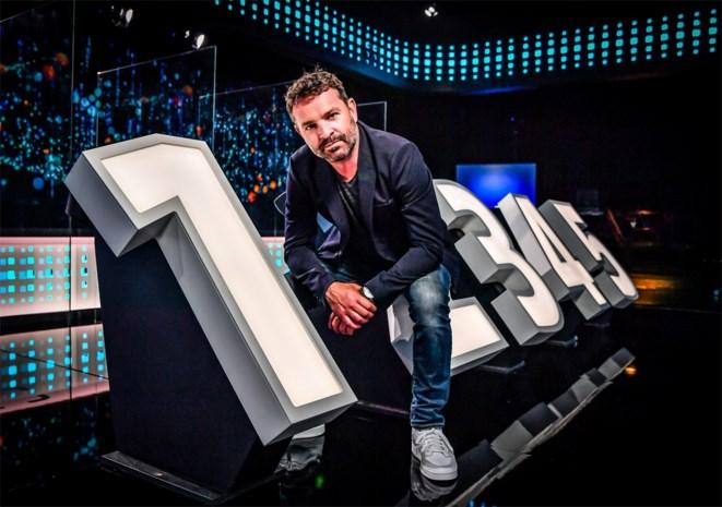 """Adriaan Van den Hoof begint aan een nieuw seizoen van 'Switch': """"Voor we opnemen, wil ik alleen de vragen en de namen van de kandidaten weten. De rest zien we wel"""""""