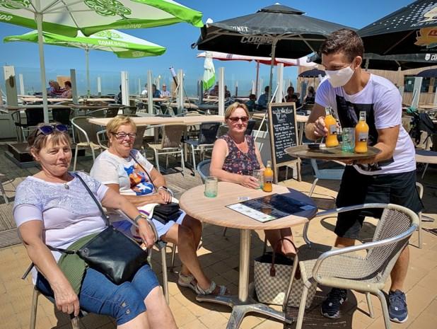 Prachtig weer, open cafés en toerisme toegelaten: zo verliep zaterdag de eerste grote test voor de kust