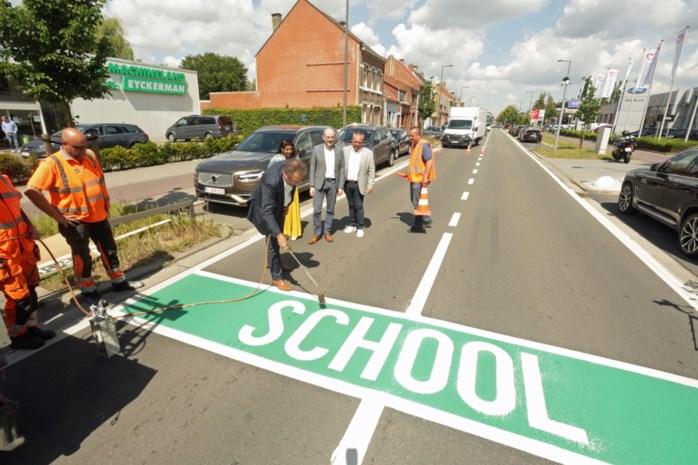 Felgroene grondmarkering zorgt voor meer veiligheid aan scholen