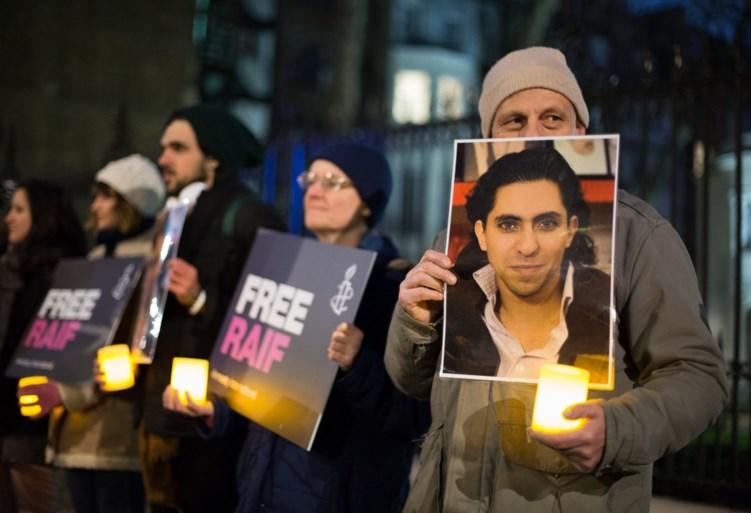 Mario Goossens (Triggerfinger) drumt duizend stokslagen voor opgesloten Saudische blogger