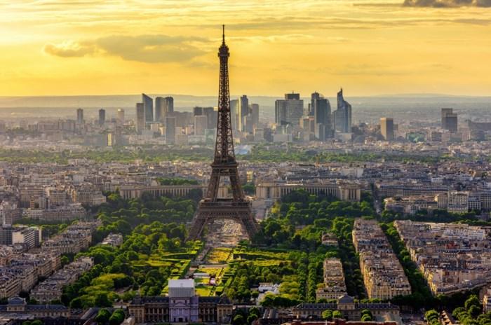 Op vakantie naar Frankrijk: moet ik bij aankomst een negatieve test voorleggen? En zijn toeristische trekpleisters open?