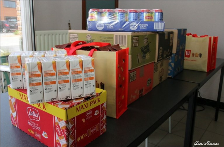 KFC Heusden schenkt kantinestock aan Sociaal Huis