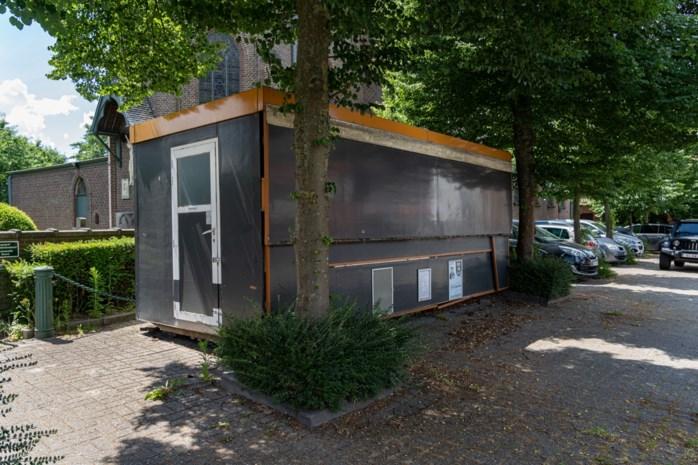 Dit frietkot in Baarle staat al drie jaar te verkommeren, uitbater is spoorloos