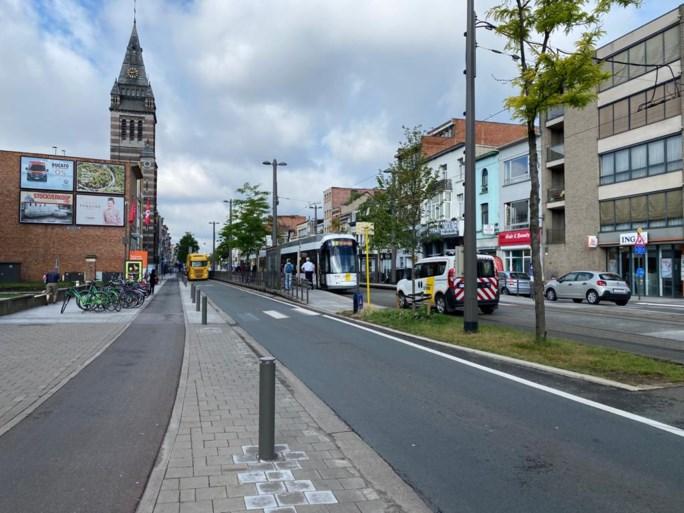 Vrachtwagen rijdt in flank van tram: geen gewonden