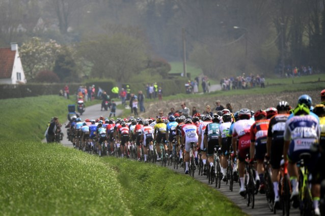Mondmaskers op het podium, teambubbels en een COVID-coördinator: zo wil de UCI de koers coronavrij houden