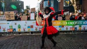"""Europa wil af van """"racistische tradities"""": is dit de doodsteek voor Zwarte Piet en waarom is hij nu weer zwart?"""