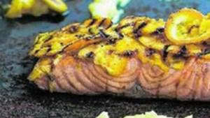 Recept voor barbecue: gegrilde zalm met een parfum van sinaasappel en Ricard