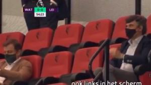 """Geen publiek, wel (de gemaskerde) Mogi Bayat in de tribune in de Premier League: """"Toch wel heel opmerkelijk"""""""