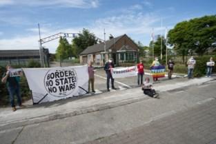 Activisten houden actie voor asielcentrum