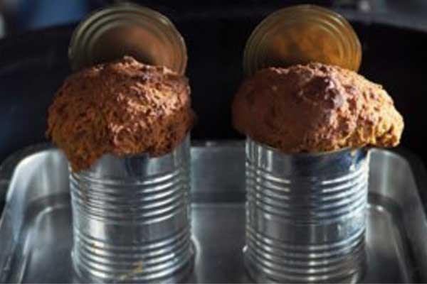 Recept voor barbecue: bruin brood uit blik